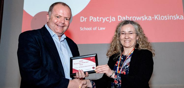 Dr Patrycja Dąbrowska-Kłosińska receiving award from Professor Paul Connolly